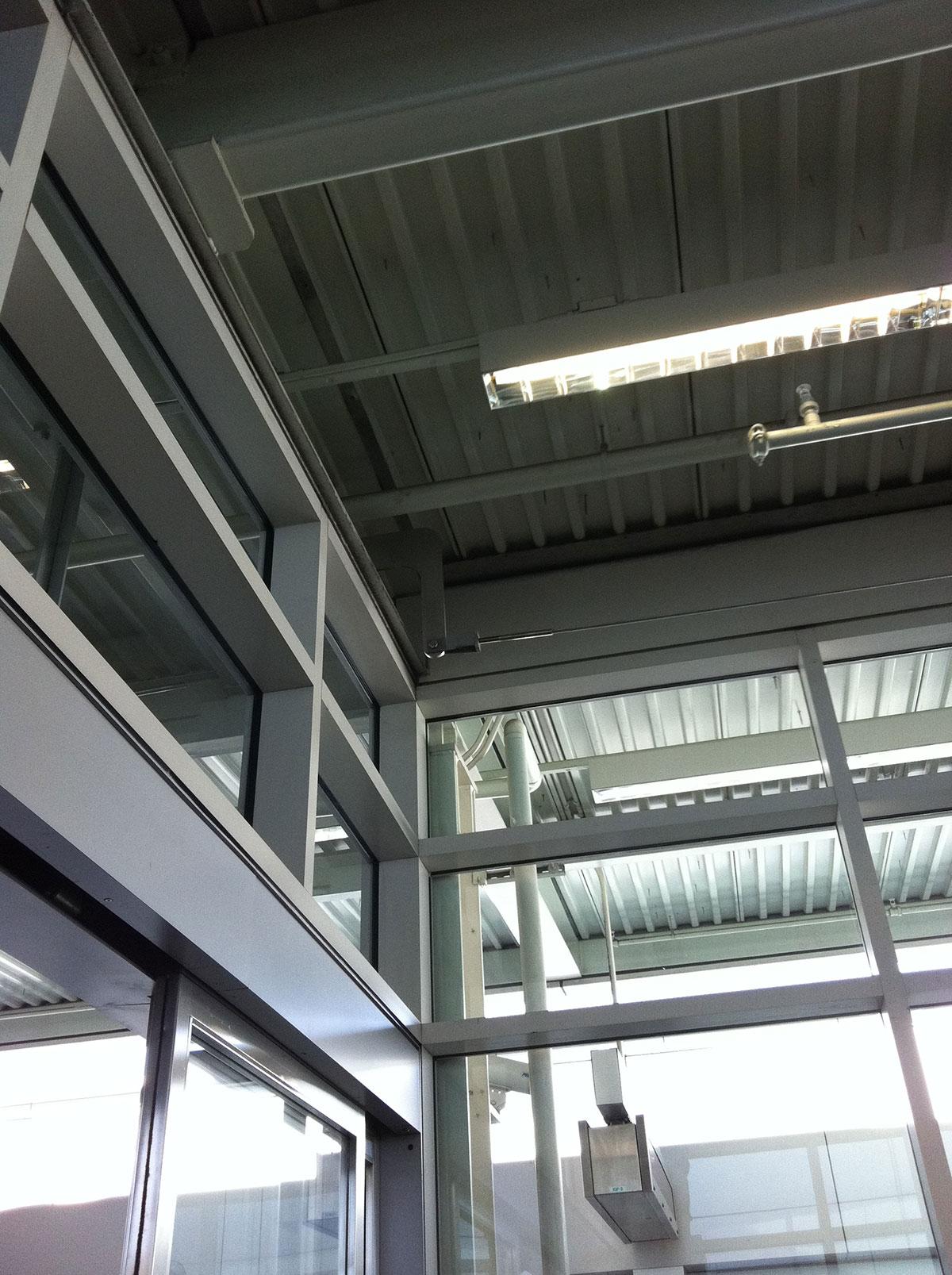AirportEscalator-3-1200